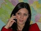 Lepotica priča telefonom