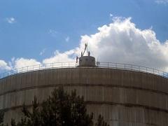 Radnici Tesla sistema uklanjaju radioaktivni gromobran sa vrha silosa